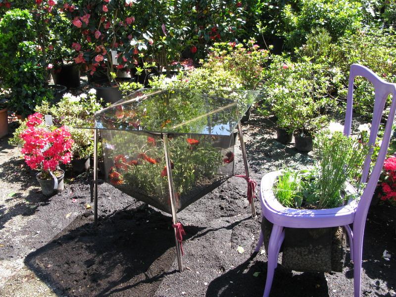 Riciclo creativo con aiuole fiorite al fuori salone - Oggetti per giardino ...