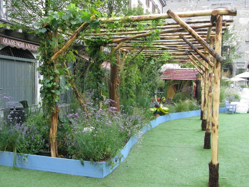 A bergamo la piazza diventata un giardino giardini in - Aiuole per giardino ...