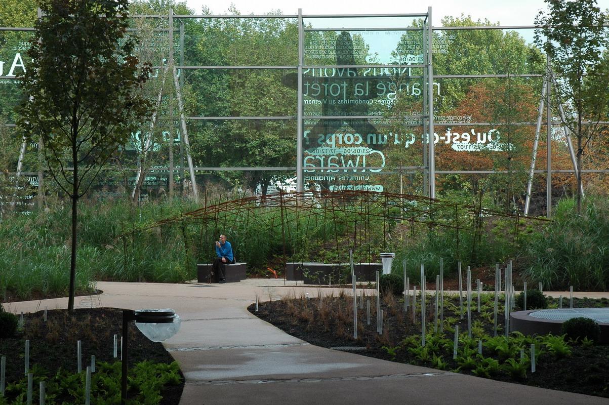 Itinerari verdi a parigi parchi e giardini contemporanei for Jardin quai branly