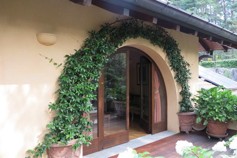 Un giardino davvero speciale giardini in viaggio for Arco decorativo giardino