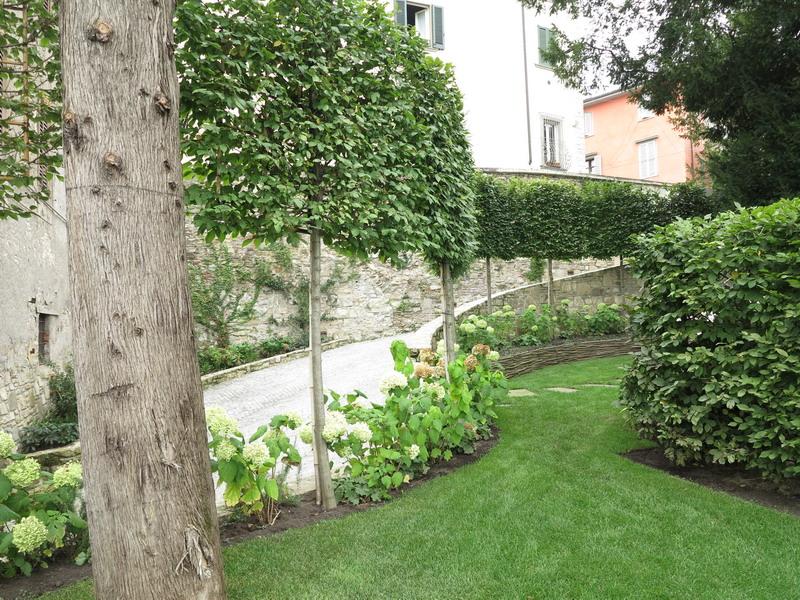 Un piccolo giardino a bergamo alta giardini in viaggio - Giardini bergamo ...