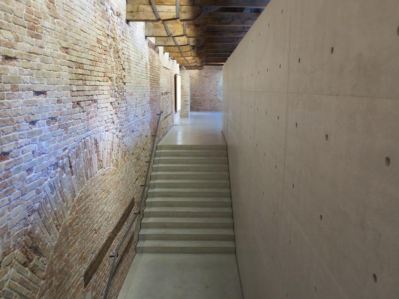 Da una visita alla biennale di venezia giardini in viaggio for Tadao ando venezia