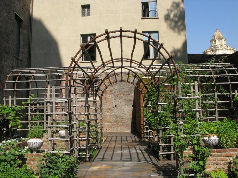 Torino: i giardini medievali del Castello e del Borgo del Valentino