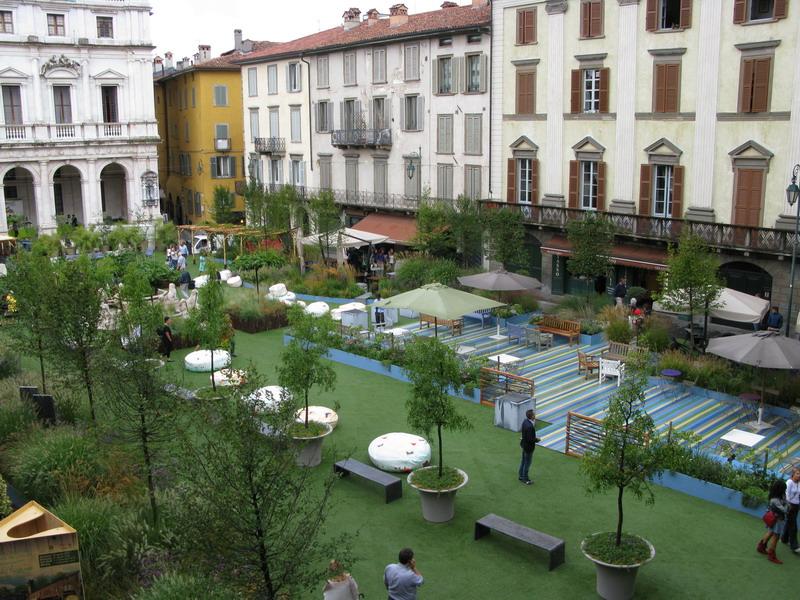 A Bergamo la piazza è diventata un giardino