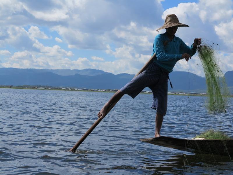 Giorni birmani: Il lago Inle, III