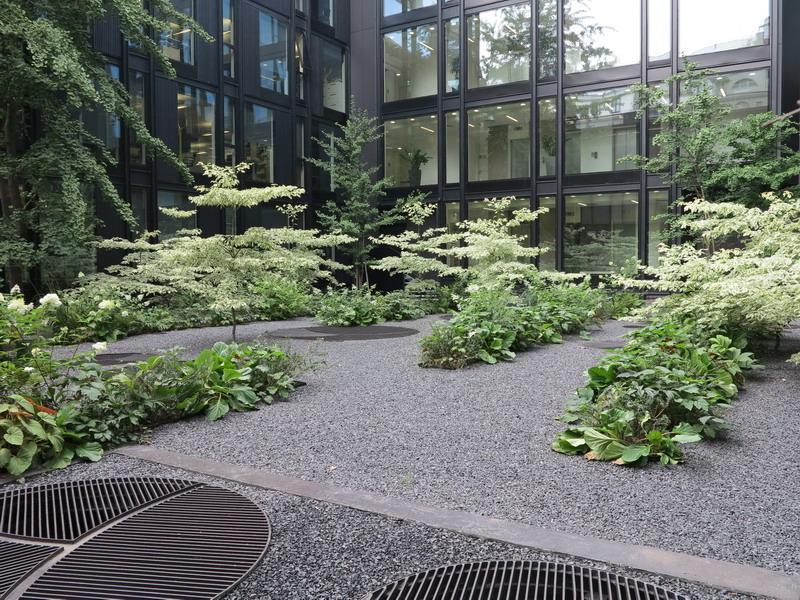 Un piccolo giardino in via Turati