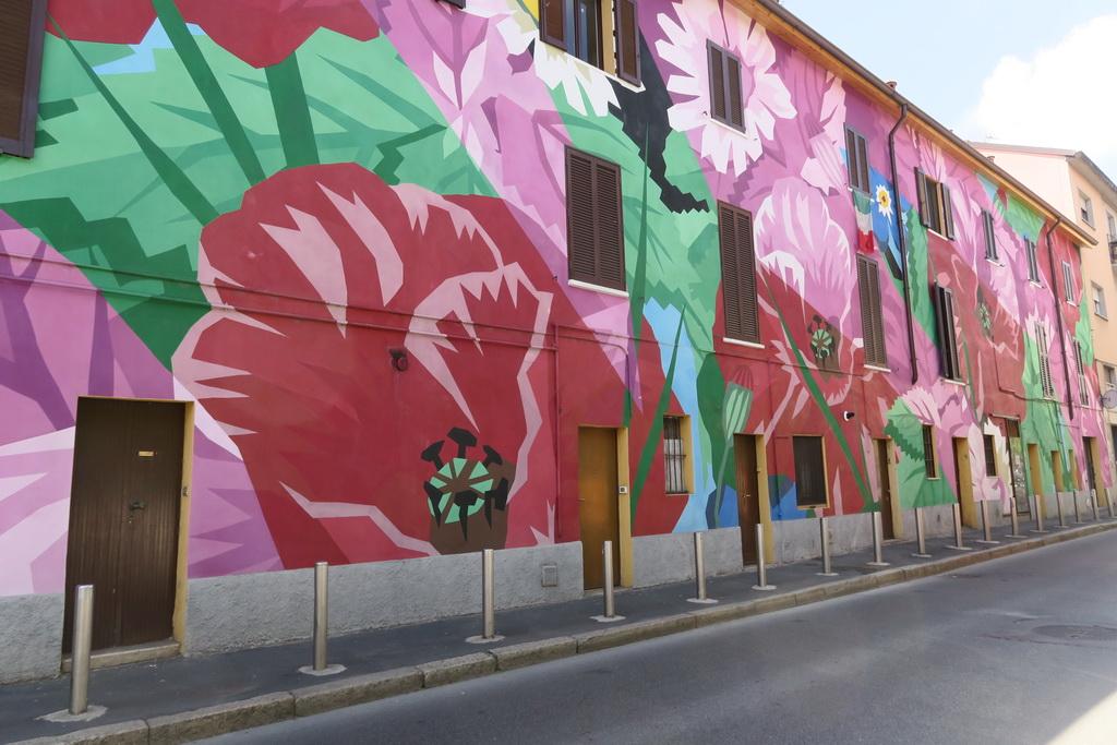 I murales nel quartiere dell'Ortica a Milano
