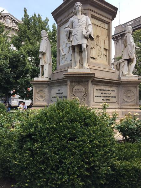 Nuove aiuole in piazza della Scala a Milano a firma Marco Bay
